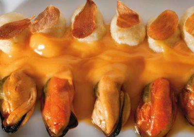 Empanada de hojaldre navajas y zamburiñas
